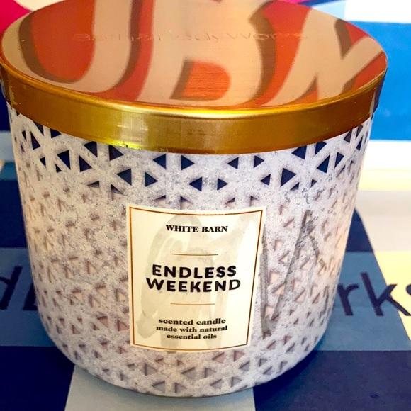 Bath & Body Works Endless Weekend Candle